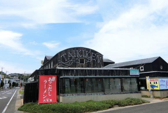わざわざ行く価値ある海老づくしの一杯!日本初のあごだしラーメン専門店