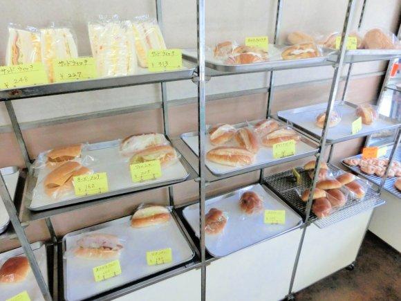 驚きのふわふわ感!自分好みの「つけコッペ」が楽しめる街のパン屋さん