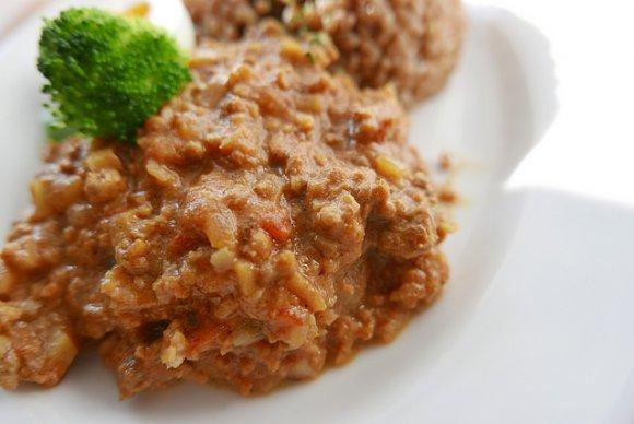 オシャレで食感も楽しい!コーヒー玄米を使った「レンコンキーマカレー」