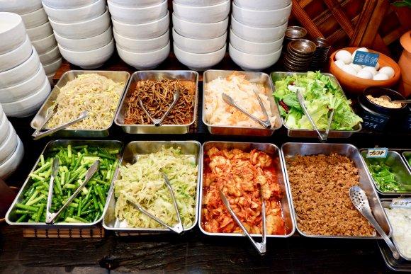 ビビンバ食べ放題にスープ付き!好きな具材も入れ放題でお得な満腹ランチ