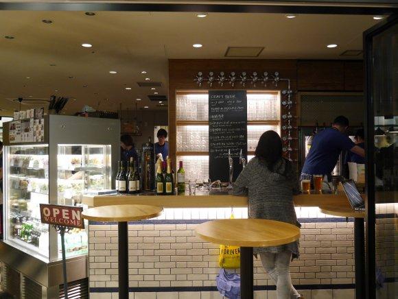 朝7時からクラフトビール!本格バーガーやパスタもある駅ナカのビアバー