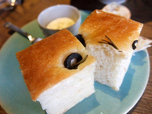 ほかほかのパンが食べ放題!パン好きにも肉好きにも超おすすめのビストロ