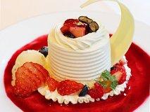 まるでお城のよう!贅沢に独り占めできる苺のホールケーキ