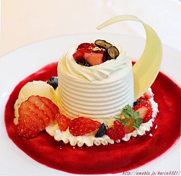 和光のティーサロンで味わえる!「苺のホールケーキ」を贅沢に独り占め