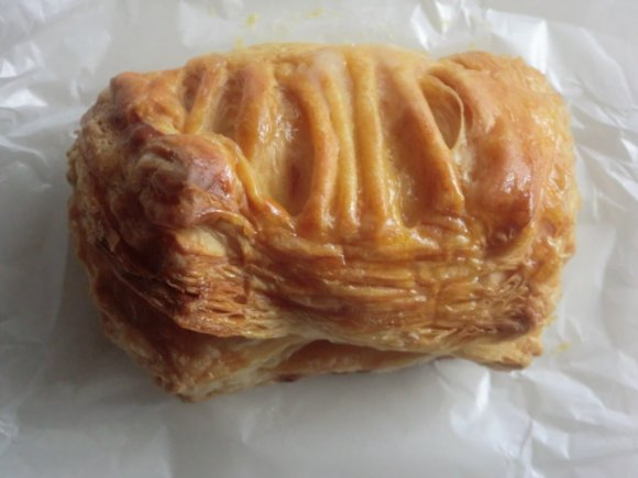 何層にも重なった分厚さが魅力的。サクサク食感の「マボロシのパイ」