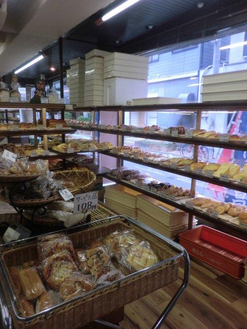クリームがびっしり!あんパンが人気のパン屋で隠れ名物を発見