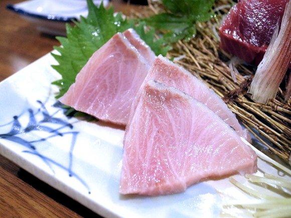 看板メニューの「鯖の一本寿し」が絶品!根津の地元民が愛する居酒屋