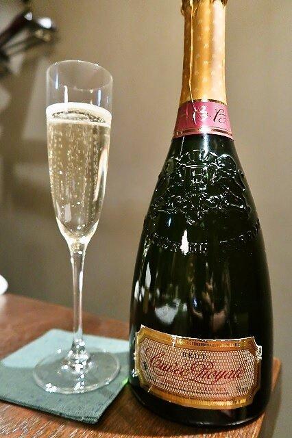 イタリアワインが100円のお店も!都内でデートや女子会にオススメの店