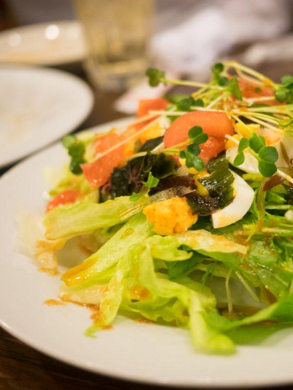 夜はサラリーマンで大賑わい!名物料理をつまみに呑める洋食店