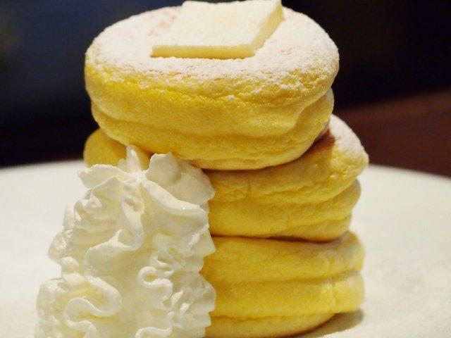 史上最強のふわしゅわ感!?スプーンで食べるパンケーキを発見