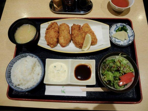 濃厚な牡蠣の旨味が溢れる!広島産大粒カキフライランチが旨い人気和食店