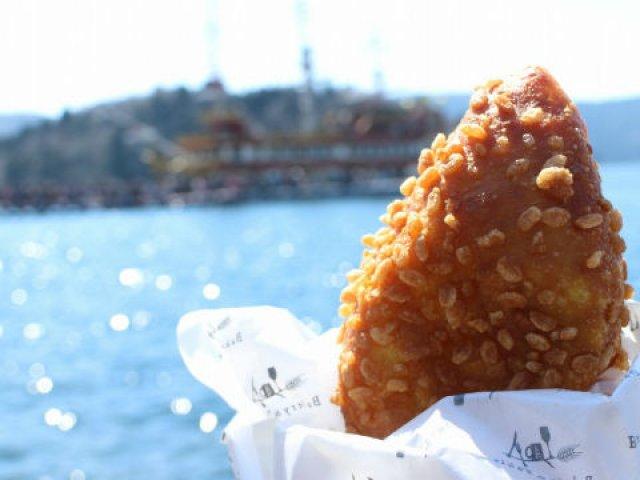 足湯しながら焼きたてのパンを!芦ノ湖を臨む人気のベーカリーカフェ