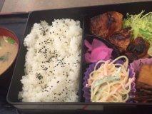 「おふくろの味」が300円台から!毎日格安メニューが楽しめる便利な店