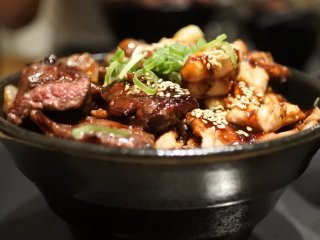 毎月2と9と29の日は肉増し無料!ご飯はいつでも大盛り&特盛無料の店