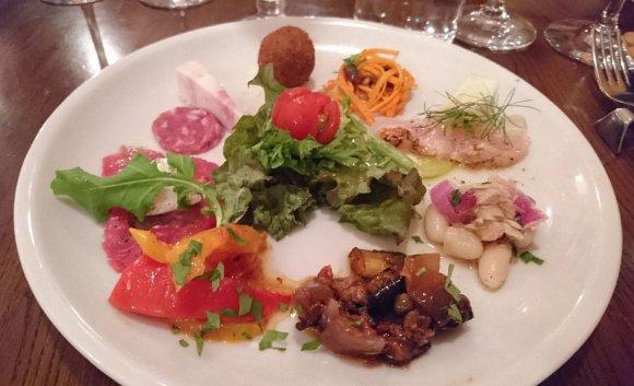 肉の饗宴!巨大ブラックアンガス牛や豚肩ロース塊肉が豪快なイタリアン