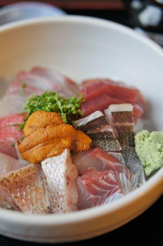 新鮮魚介とご飯のコラボ!本鮪丼、変わり種丼など絶品海鮮丼の店7記事
