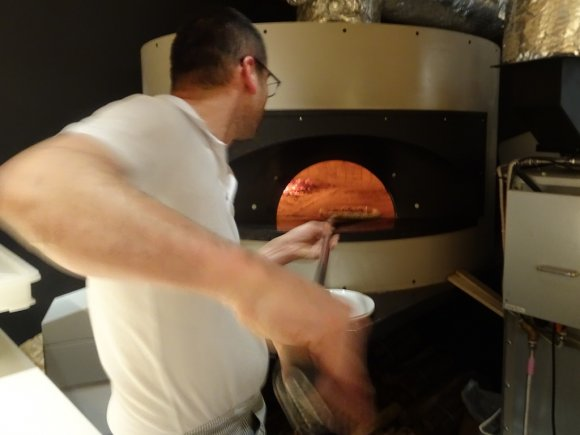 名人の味をまた楽しめる!オフィス街に佇む伝説のピッツァ職人の店