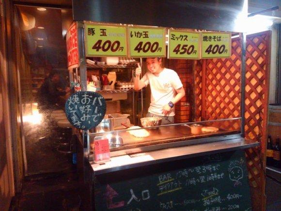大阪ならでは!ソースの香りが芳しい、お好み焼きがウマいバー