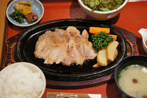 豚肉と思えない柔かさとジューシーさ!極上黒豚ロースステーキ